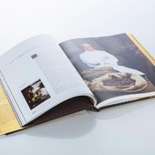 Retrouvez tous les secrets de l'histoire Bernachon à l'intérieur de ce merveilleux livre 😍 ⠀ Code promo : FETEDESMERES20 ⠀ #codepromo #promo #livre #secret #dynastie #famille #generation #chocolat #bernachonchocolat #philippe #dedicace