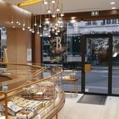 Etes-vous déjà allé dans notre boutique parisienne ? 😍 Prenez une pause sucrée et mangez du chocolat pour garder la forme 😉 ⠀ Nous sommes ouvert du mardi au samedi sauf jours fériés. Et depuis peu, vous pouvez commander l'emblématique entremets : L'éventail sur notre boutique en ligne ou par téléphone ! 😍🍰 ⠀ #entremets #patisserieaparis #paris #boutiqueparisienne #boutique #bernachonchocolat #magasin #chocolat #chocolate #choco